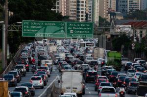 SÃO PAULO-SP-07,11,2014-TRÂNSITO SÃO PAULO- O Motorista enfrenta grande fluxo na Marginal Pinheiros sentido Interlagos.Região Oeste da cidade de São Paulo,na tarde dessa sexta-feira,07(Foto:Kevin David/Brazil Photo Press)
